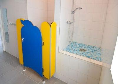 kindersanitair-camping-de-uitwijk-douche-op-hoogte